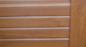 Liniar's woodgrain effect fencing in Golden Oak